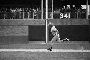 Pete Rose Running Bases; Game-Winning Hr