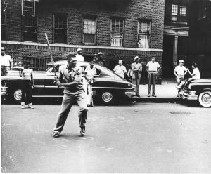 Willie-Mays-playing-stickball-in-NYC